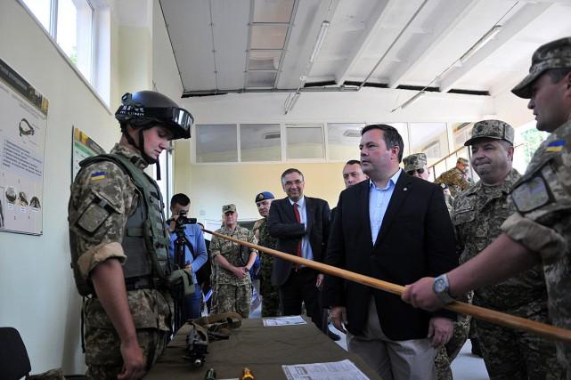 Le ministre canadien de la Défense, Jason Kenney,... (Photo Pavlo Palamarchuk, AP)