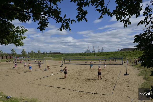 Séance de volleyball à la baie de Beauport... (Photothèque Le Soleil, Pascal Ratthé)
