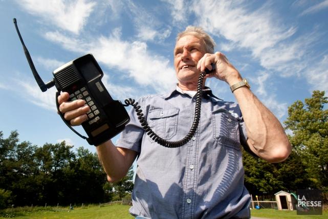 Victor Surerus est devenu le premier client cellulaire... (Photo Fred Thornhill, PC)
