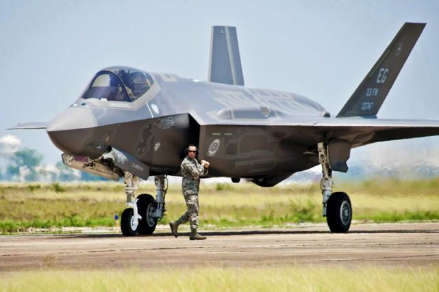 Le professeurByers soutient que la Défense pourrait économiser... (PHOTO PC)