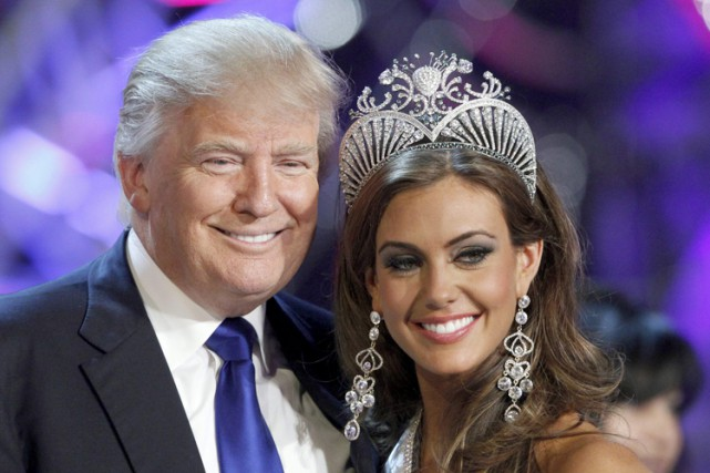 Donald Trump en compagnie de Miss Univers 2013... (ARCHIVES REUTERS)