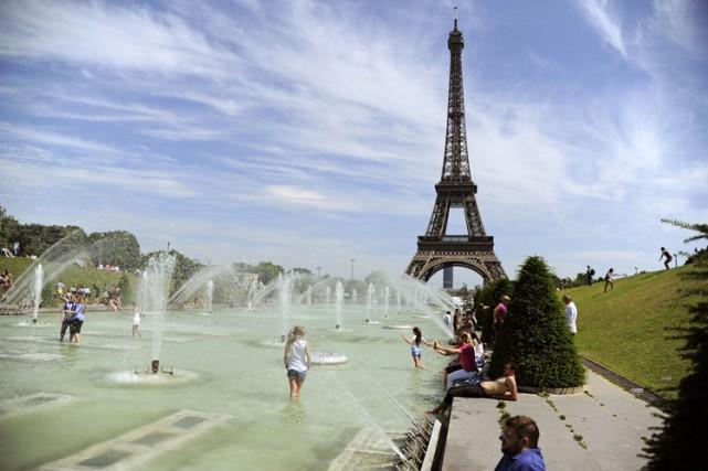Les températures maximales seront souvent au-delà de 35... (PHOTO AFP)