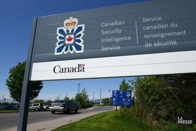 Un sondage interne mené auprès des employés duService... (PHOTO SEAN KILPATRICK, ARCHIVES LA PRESSE CANADIENNE)