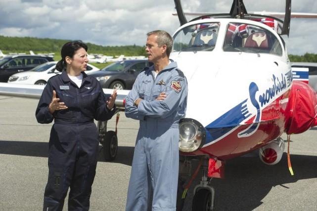 Maryse Carmichael, première femme à piloter et commander...