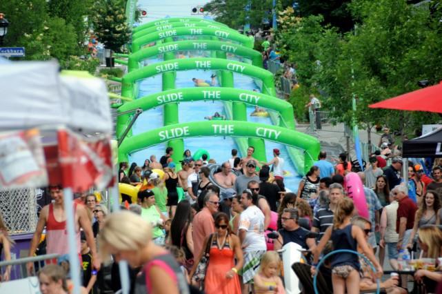 La glissade d'eau Slide the City qui était de passage à Drummondville pour les... (Photo collaboration spéciale Éric Beaupré)