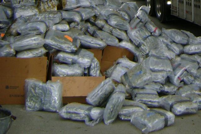 Deux trafiquants de drogue brésiliens n'ont pas eu de chance: leurs véhicules... (Photo archives AP)