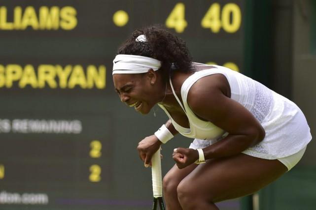 Serena Williams savait qu'il lui fallait réagir sans tarder. (Agence France-Presse)
