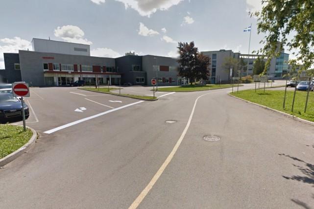 Certains des locaux de l'hôpital ont été ravagés... (Google Street View)