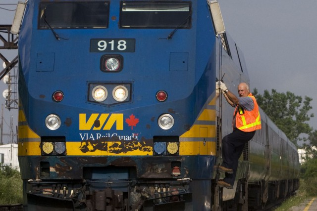 VIA Rail compte 495 wagons et locomotives pour... (PHOTO ARCHIVES LA PRESSE CANADIENNE)