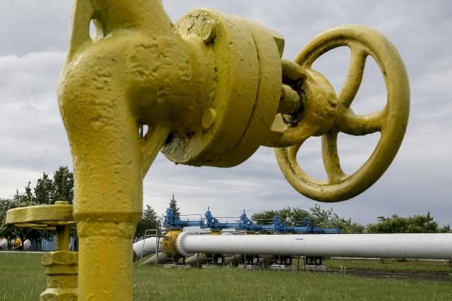 Moscou a augmenté le prix du gaz livré... (Photo Gleb Garanich, archives Reuters)