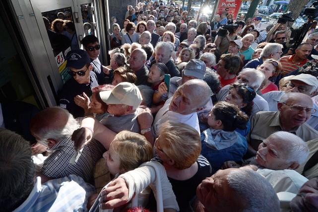 Depuis lundi, toutes les banques grecques sont fermées... (PHOTO AFP)