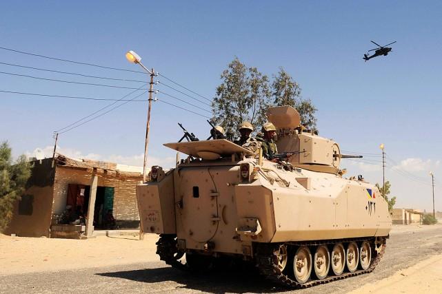 Des soldats patrouillent dans leNord-Sinaï, dans l'est de... (Photo archives AP)