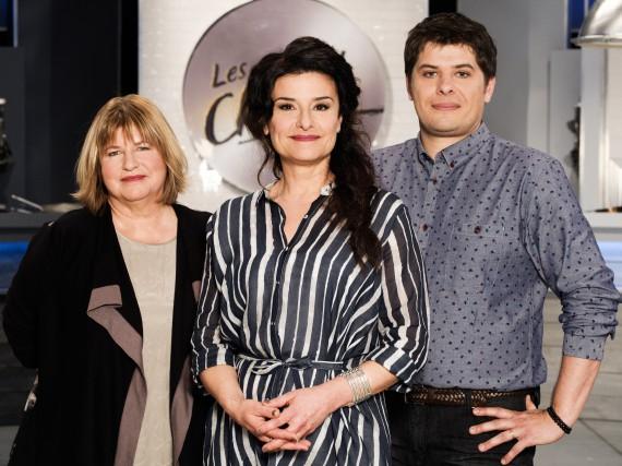L'animatrice Chantal Fontaine (au centre) avec les deux... (PHOTO FOURNIE PAR RADIO-CANADA)