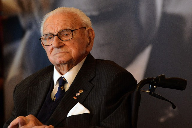 Sir Nicholas Winton, photographié en octobre 2014. Entre mars... (PHOTO MICHAL CIZEK, AFP)