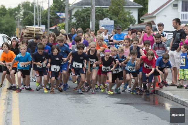 Jeunes et moins jeunes ont participé en grand... ((Photo Le Quotidien, Mario Boily))