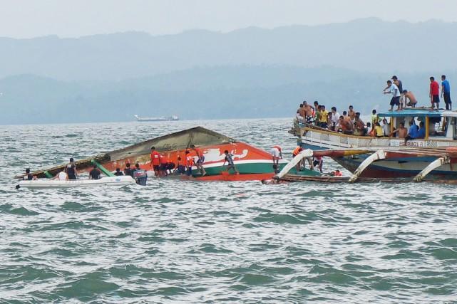 Les secouristes dépêchés sur les lieux ont réussi... (PHOTO IGNATIUS MARTI, MIQUICAR PHOTOSTUDIO/AP)