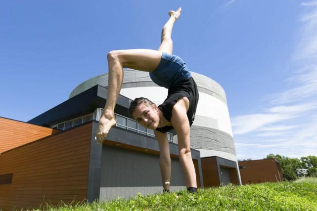 Diplômée de l'École de cirque de Montréal, l'Australienne...