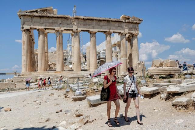 Les activités touristiques en Grèce ne sont pas... (Photo Daniel Ochoa de Olza, Archives AP)