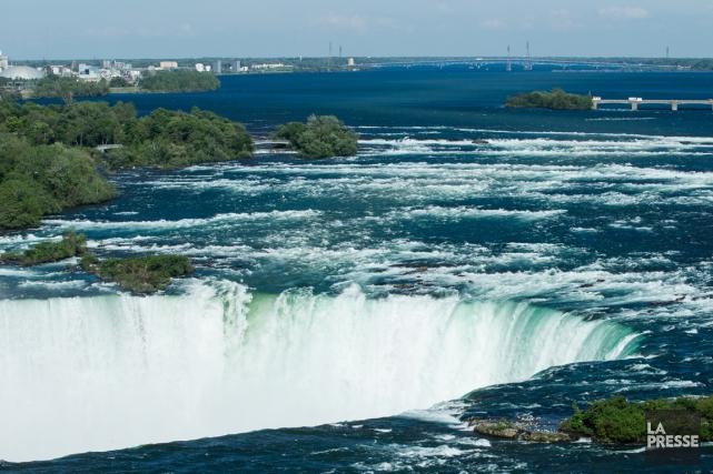 Les chutes Niagara vues de l'hôtel Radisson.... (PHOTO EDOUARD PLANTE-FRÉCHETTE, LA PRESSE)