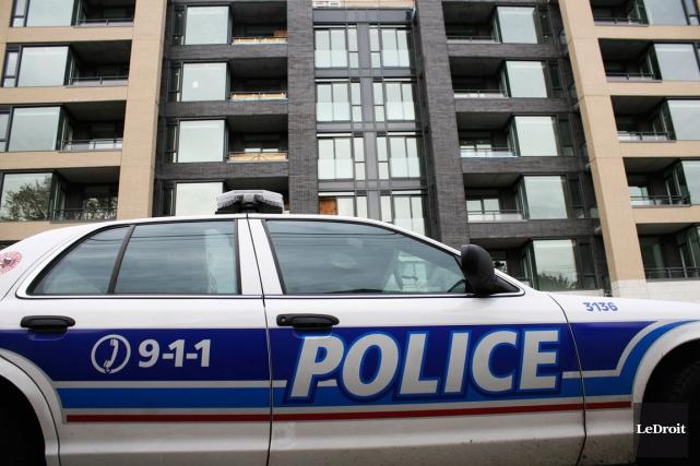 Un voleur s'excusant de commettre son crime auprès de ses victimes est... (Etienne Ranger, Archives LeDroit)