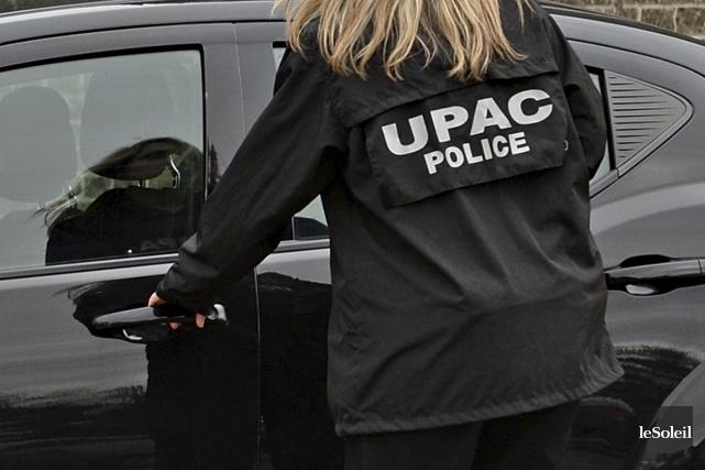 Le commissaire de l'UPAC, Robert Lafrenière, a remis aux élus la quasi-totalité... (Photothèque Le Soleil)