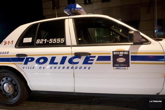 Le Service de police de Sherbrooke a eu une nuit du 1er juillet fort occupée... (Archives La Tribune, Julien Chamberland)