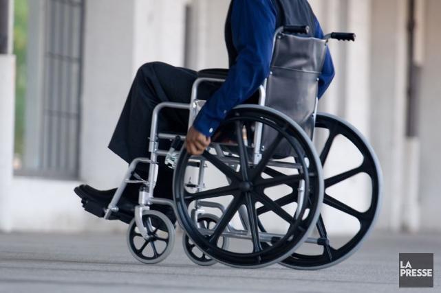 Un homme confiné à un fauteuil roulant a été attaqué mercredi midi, dans l'est... (Archives, La Presse)