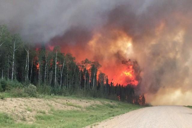Les flammes et la fumée ont mené à... (Photo La Presse canadienne)