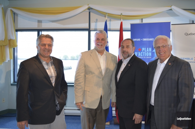 Laurent Lessard, Phillipe Couillard, Denis Lebel et Serge... ((Photo Le Quotidien Louis Potvin))
