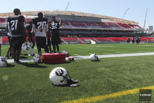 Ça sentait le football, hier, à 48 heures du début d'une nouvelle saison locale... (Étienne Ranger, Archives LeDroit)