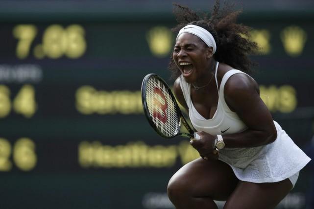 Serena Williams tirait de l'arrière 0-3 dans la... (PHOTO ADRIAN DENNIS, AFP)