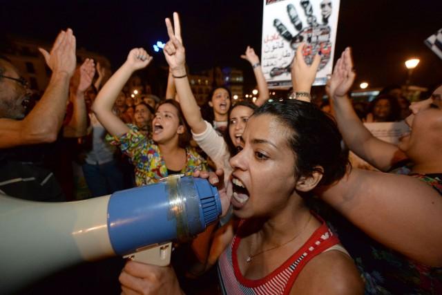 L'arrestation des deux jeunes femmes a suscité une... (PHOTO FADEL SENNA, AFP)