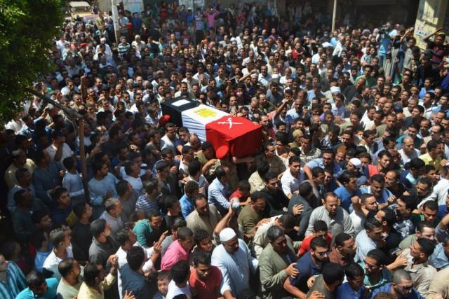 Les forces de sécurité ont par ailleurs tiré... (Photo Ashour Abosalm, AP)