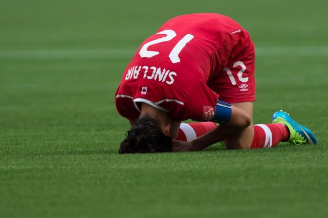 Christine Sinclair s'est effondrée après la défaite de... (Photo Darryl Dyck, La Presse Canadienne)