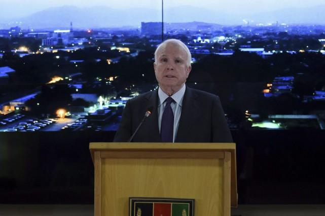 Le sénateur américain John McCain s'est insurgé lors... (PHOTO WAKIL KOHSAR, AFP)