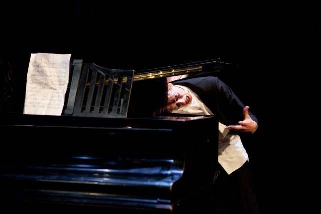 Le spectacle clownesque Le pianiste estmené par le... (Photo Heli Sorjonen, fournie par Montréal complètement cirque)