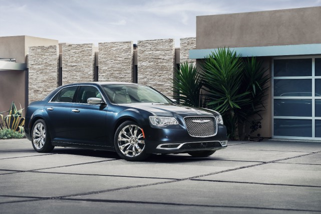 La Chrysler 300C Platinum 2015... (Photo fournie par Chrysler)