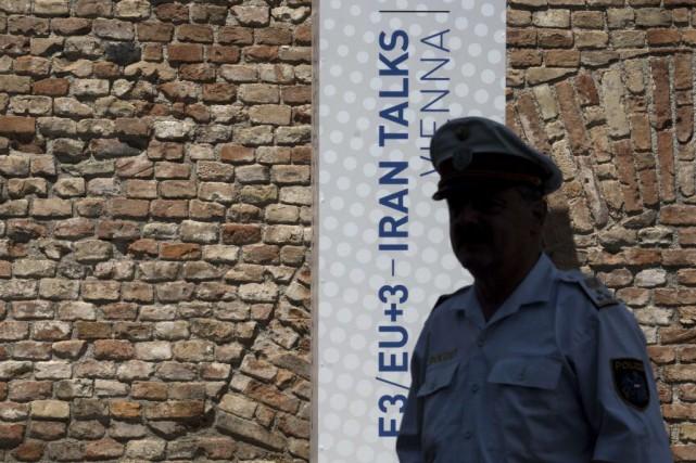 Les Iraniens réclament une levée rapide et globale... (PHOTO JOE KLAMAR, AFP)