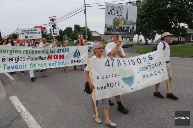 La Marche contre le pétrole, qui s'est tenue samedi dans les rues de... (La Tribune, Ronald Martel)