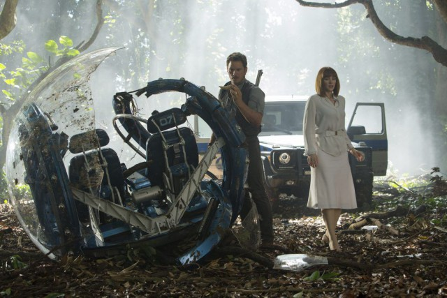Chris Pratt et Bryce Dallas Howard dans une... (PHOTO FOURNIE PAR UNIVERSAL PICTURES)
