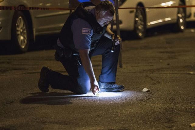 Sept personnes ont été tuées dans 33 incidents armés à Chicago durant le... (PHOTO AP)