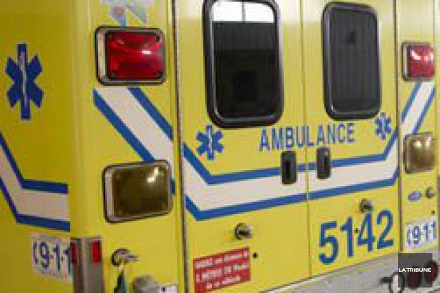 Une violente collision survenue entre un véhicule utilitaire sport et un... (Imacom, Jessica Garneau)
