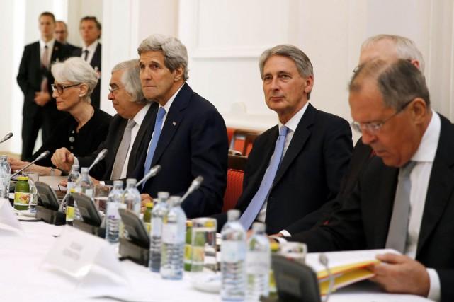 Les chefs de la diplomatie du groupeP5+1 (États-Unis,... (PHOTO CARLOS BARRIA, AP)