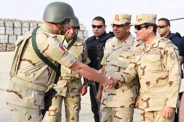 Le président Abdel Fatah al-Sissi (à droite) s'est... (PHOTO REUTERS/PRÉSIDENCE ÉGYPTIENNE)
