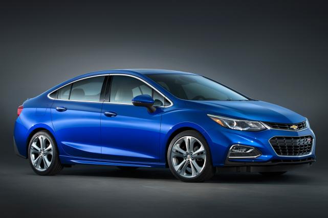 Dans sa deuxième génération, la Cruze évolue en... (Photo fournie par General Motors)