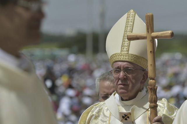 Le pape François a célébré une messe en... (PHOTO VINCENZO PINTO, AFP)