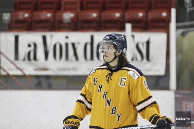 Érik Longtin a décidé de mettre le hockey... (Photo Julie Catudal, archives la voix de l'Est)