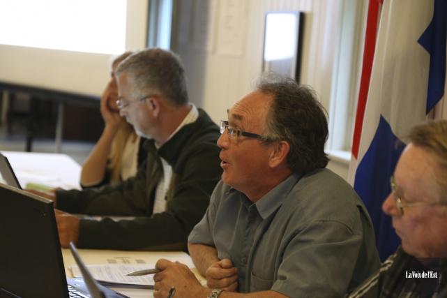 Le maire de Sutton Louis Dandenault estime au... (photo Janick Marois, archives La Voix de l'Est)