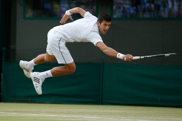 Novak Djokovic a obtenu une 25e participation d'affilée en quarts... (Photo Alastair Grant, AP)