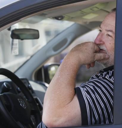 Gilles Lemieux dort dans sa camionnette stationnée devant... (Simon Séguin-Bertrand, LeDroit)